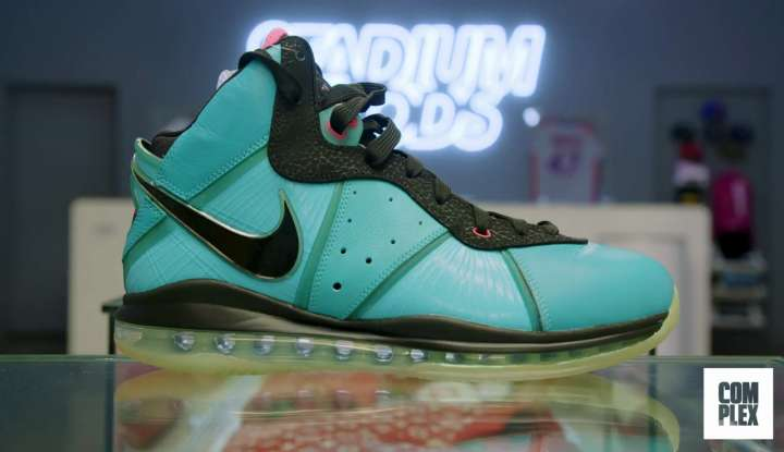Nike LeBron 8 South Beach bought by Roger Federer