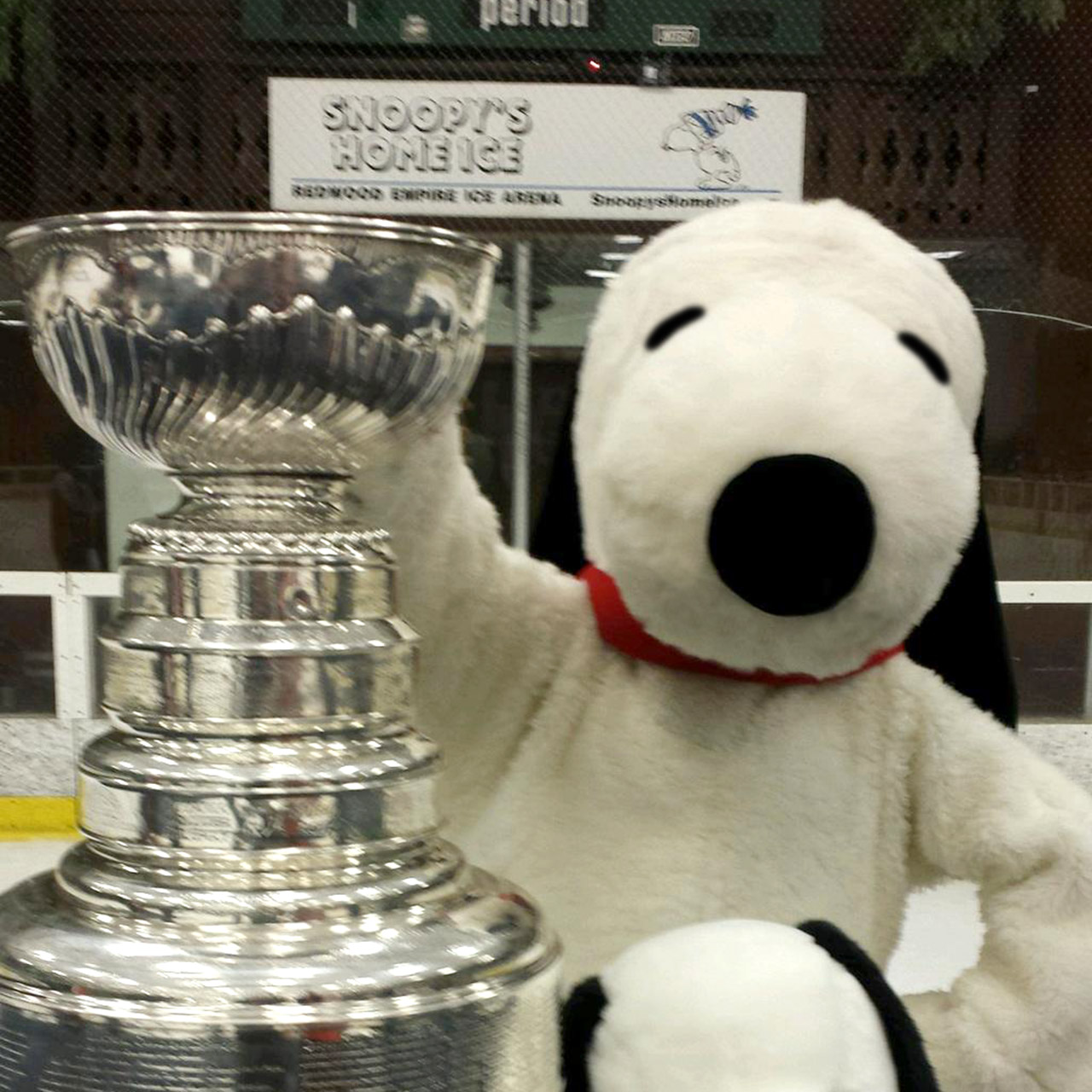 Snoopy posing with the Stanley Cup